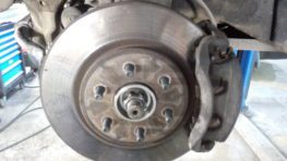 Замена втулок стабилизатора Nissan Navara